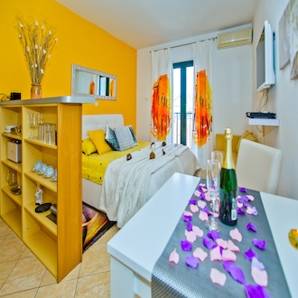 Romantic Studio Suite , City View, Terrace  ( Secret Paradise )
